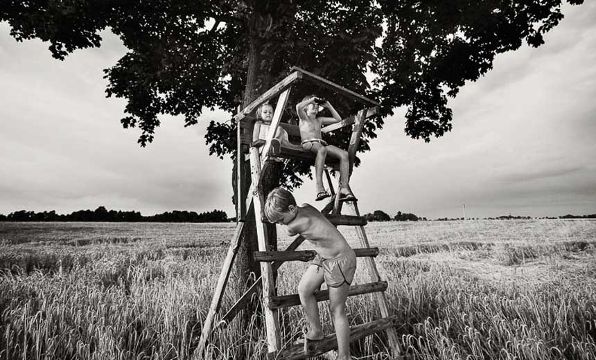 Beautiful Black & White Photos of Kids Spending Their Summer In Poland Countryside