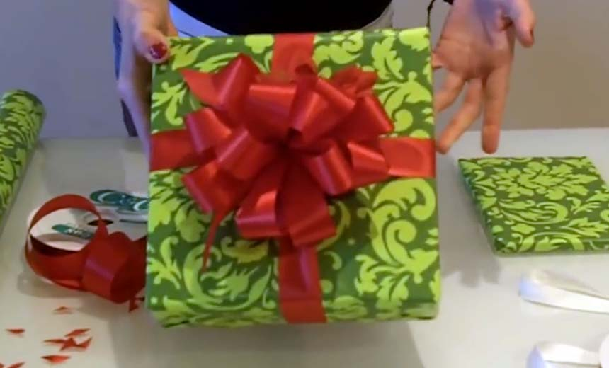 You've Been Tying Ribbons On Christmas Presents All Wrong! Watch How It's Done In This Video.