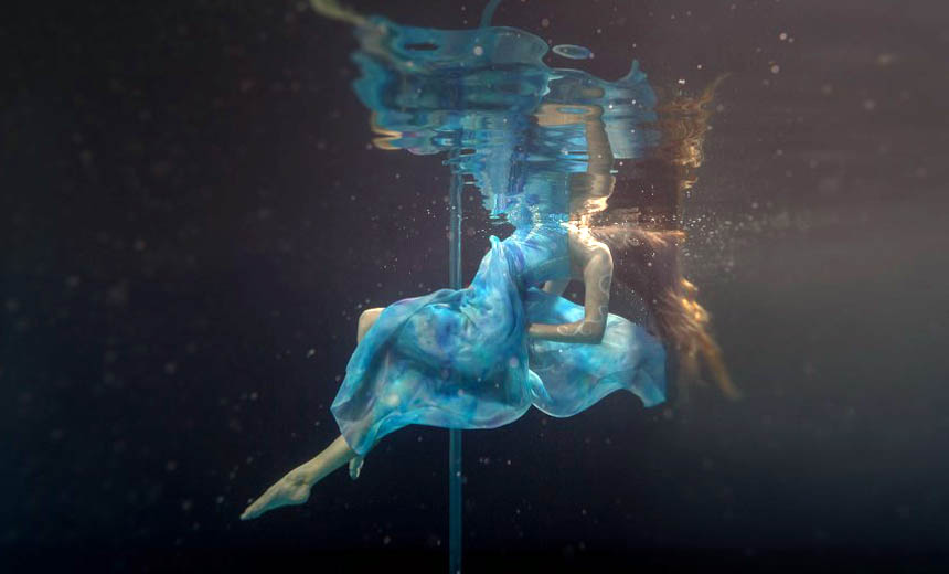 Surprising Photos of Healthy Exercise–Underwater Pole Dancing!