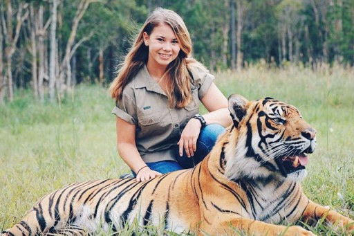 The Crocodile Hunter's Daughter Is All Grown Up And Walking In Her Father's Footsteps. (19 Photos)