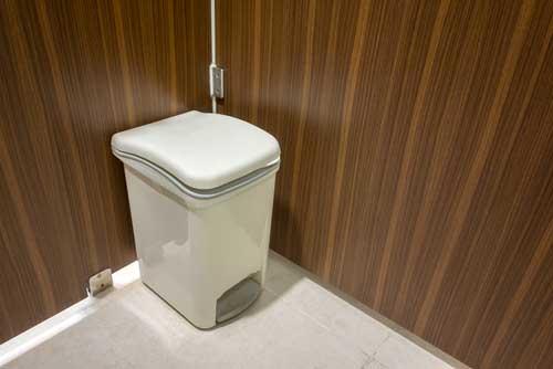 Reducing garbage pail odor